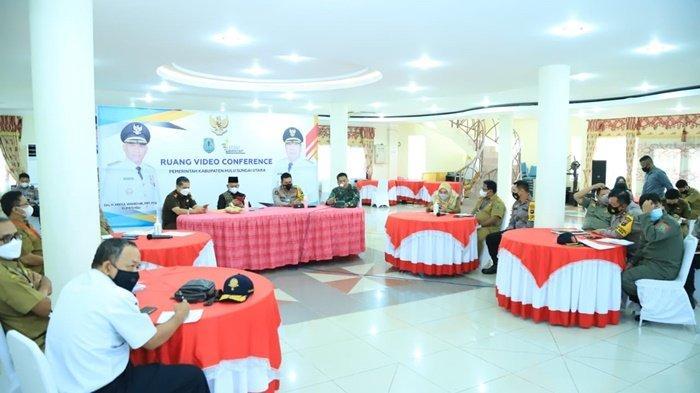Pertemuan membahas pengamanan Idul Fitri, pelaksanaan kegiatan Pos Jaga (Check Point), takbiran dan salat Id, di Mess Negara Dipa, Kota Amuntai, Kabupaten Hulu Sungai Utara (HSU), Kalimantan Selatan.