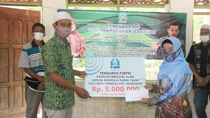 Pembina Rumpin Kabupaten HSU Anisah Rasyidah Wahid Salurkan Bantuan dari Rumah Pintar