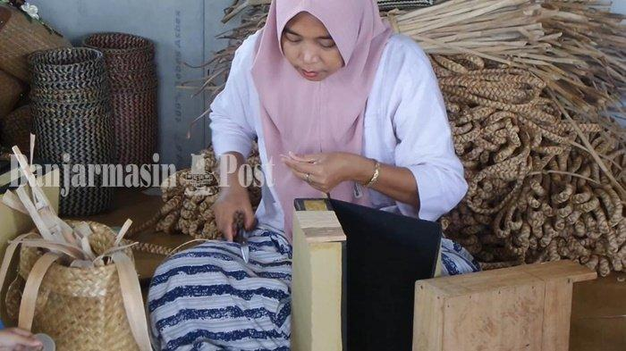 Kerajinan di Galeri Kembang Ilung Kabupaten HSU Bernilai Jutaan Rupiah