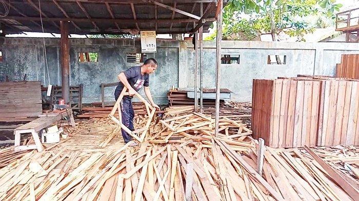 Hasil Olahan Kayu Ulin di Lianganggang Banjarbaru Ini Tembus Jawa