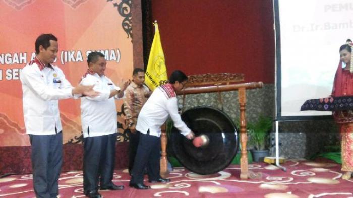 Walikota Banjarbaru Bergetar Dengar Lagu Hymne Rimbawan di Musda IKA SKMA