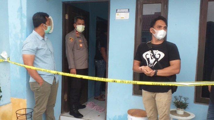 Pembunuhan di Kalsel. Polisi memeriksa lokasi temuan mayat di Jalan Abadi III, Kompleks Sejahtera IV RT 06 RW 07, Kelurahan Guntung Manggis, Kecamatan Landasan Ulin, Kota Banjabaru, Provinsi Kalimantan Selatan, Selasa (3/8/2021).