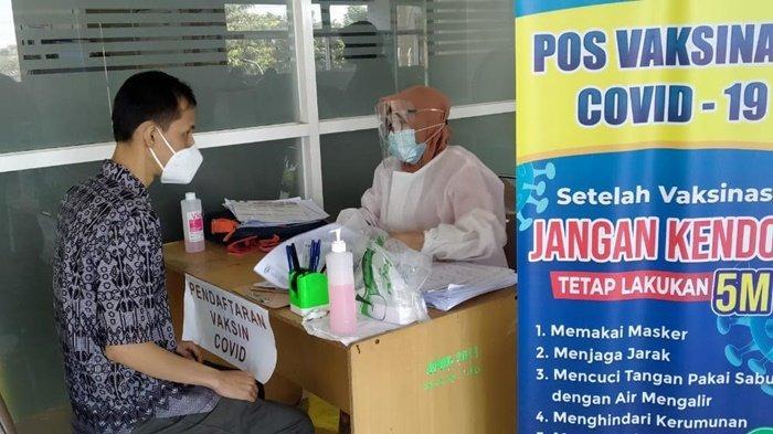 Pemerintah Kota Banjarbaru, Kalimantan Selatan, kembali melaksanakan vaksinasi di Rumah Sakit Daerah Idaman, Rabu (21/4/2021).