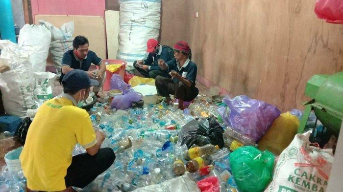 Pemilahan sampah plastik, bernilai ekonomis.