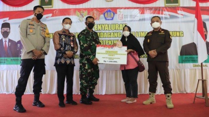 Bantuan Tunai PKL dan Warung Dikucurkan, Wakil Wali Kota Banjarbaru Berharap Gerakan Ekonomi