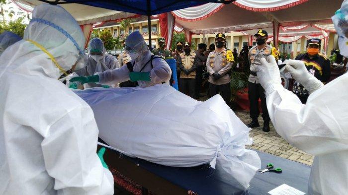 Bersama RSUD dan Dinkes, Polres Tabalong Latih Relawan Pemulasaran Jenazah Covid-19