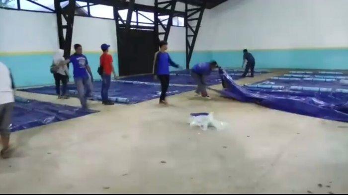 Ratusan Penumpang KM Dharma Kencana Ditampung di Tenda dan Gudang Pelabuhan Kumai