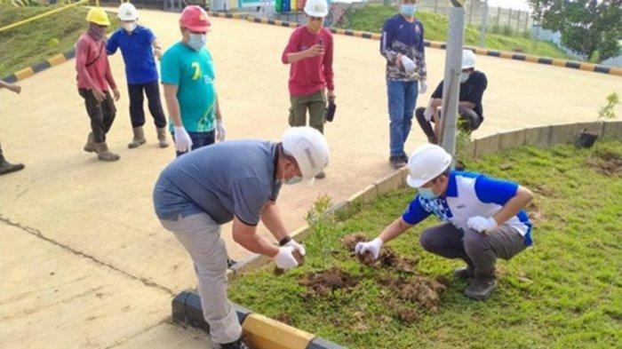 PT PLN (Persero) UPDK Palangkaraya dengan unit nya PLTMG Bangkanai yang berlokasi Desa Karendan, Kecamatan Lahei, Kabupaten Barito Utara, Kalimantan Tengah melakukan penanaman 250 batang Pohon