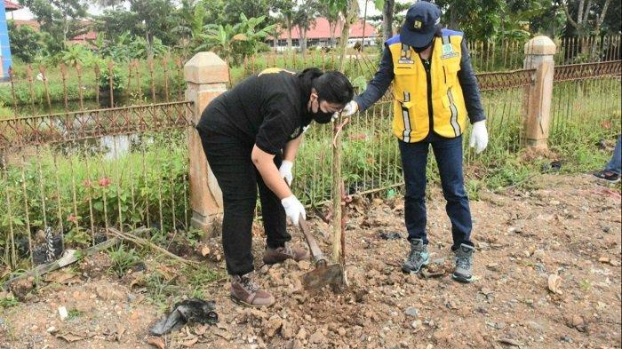 Kerjasama dengan BWS Kalimantan II Provinsi Kalteng, DLH Kapuas Lakukan Penghijauan sekitaran Kota