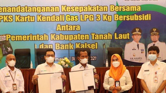 ndatangan kesepakatan bersama Pemkab Tala dan Bank Kalsel dalam Penerbitan Kartu Kendali Pengguna Liquified Petroleum Gas (LPG) 3 Kg Bersubsidi