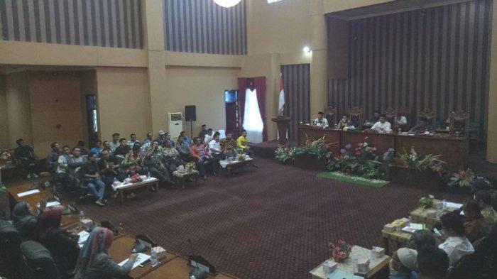 Soroti Kewenangan ESDM Provinsi, Rooswandi : Kembalikan ke Daerah, Biar Daerah Mereklamasi