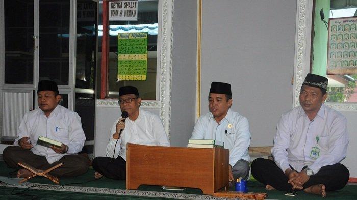 Memaknai Ramadhan, Kantor Kemenag Kapuas Gelar Pengajian Rutin dan Tausiah