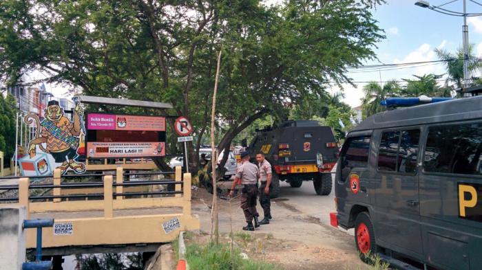 Ketatnya Pengamanan Pleno KPU Kalsel, Kateringan Juga Diperiksa