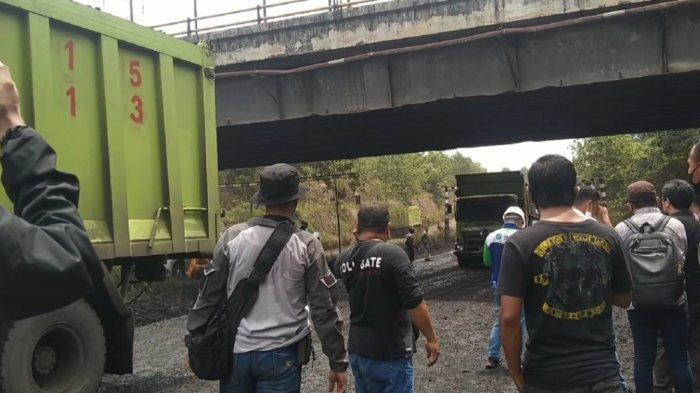 Penutupan Jalan Hauling Desa Suato Tatakan Tapin Tuai Reaksi, Petugas Amankan Protes Massa