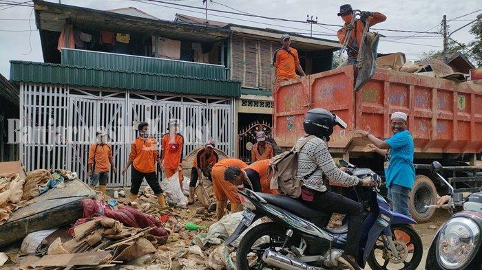 Bupati HST HA Chairansyah: Pengangkutan Sampah Pasca Banjir Bakal Berlanjut ke Bupati Baru