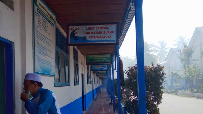 Kabut Asap Bikin KH Syamsunie Batuk, Asap Masuk Ruang Kelas Pondok Pesantren Al Falah Putera
