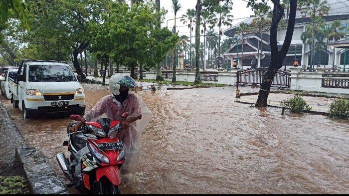 Jalan Hasan Basri Banjarmasin Terendam, Banyak Pengemudi Motor Alami Mogok
