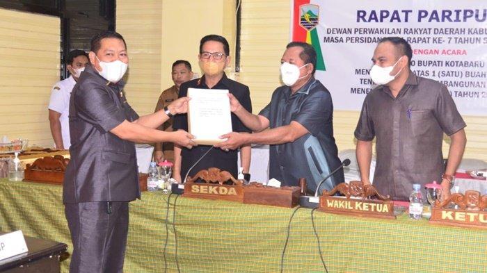 Pengesahan Raperda RPJMD di DPRD Kabupaten Kotabaru, Selasa (14/9/2021).