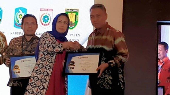 Wakil Bupati Tabalong Mawardi Terima Penghargaan Predikat Kepatuhan Tinggi dari Ombudsman RI