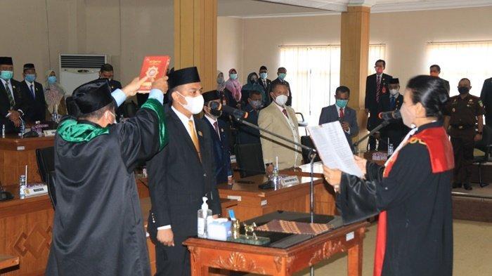 Pelantikan Pimpinan DPRD Kota Banjarbaru Sisa Masa Jabatan 2019-2024