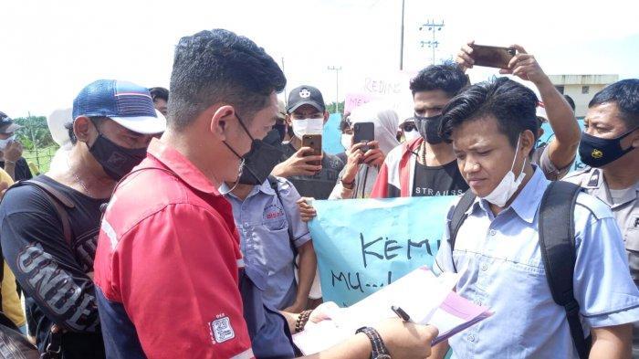 Aksi Damai Aliansi Pemuda Kotabaru Tuntut Penegak Hukum Usut Perambahan Hutan Perusahaan Sawit