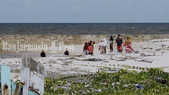 Libur Tiga Hari, Pantai Ujung Pandaran Kabupaten Kotim Ramai Wisatawan