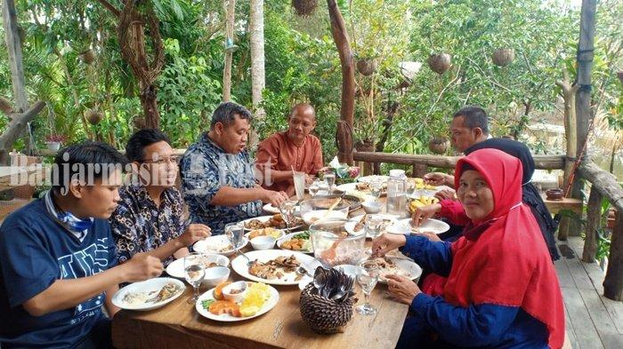 Wisata Kalsel, Menikmati Kuliner Khas Banjar di Rumah Alam Sungai Andai Banjarmasin