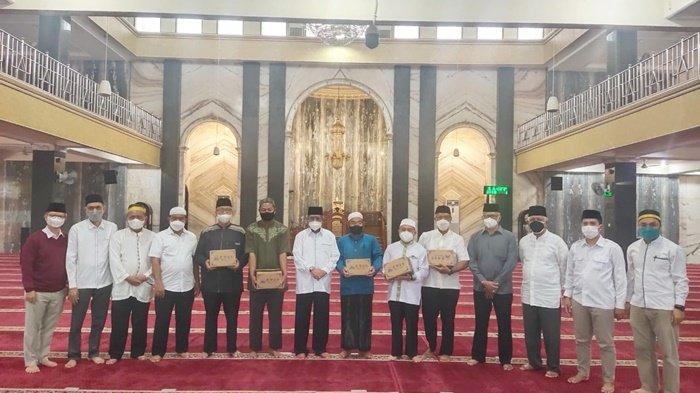 Pengurus DMI Kalsel Salurkan Bantuan ker Masjid-masjid di Kota Banjarmasin