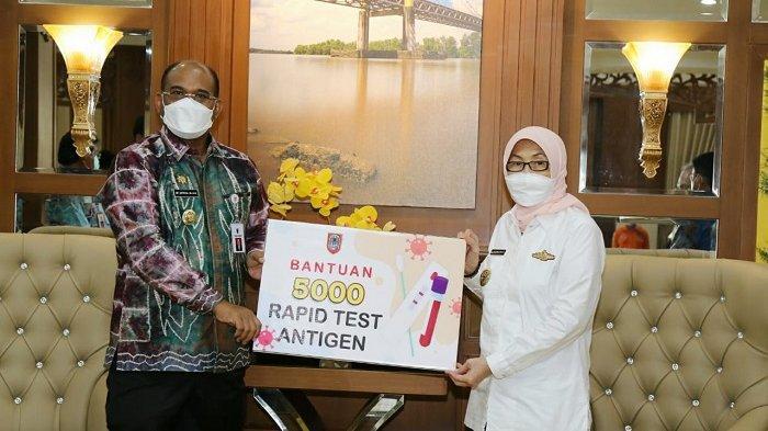 Serahkan 5.000 Rapid Test Antigen ke Batola, Pj Gubernur Harapkan Warga Terpapar Cepat Diketahui