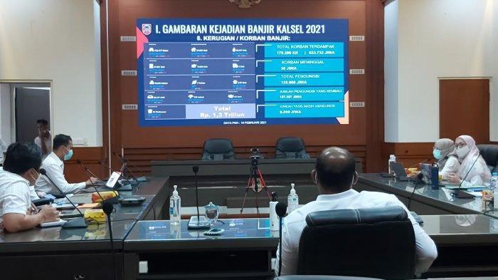 Penjabat Gubernur Kalsel, Safrizal ZA memimpin Rakor terkait rencana aksi pemulihan pascabanjir di Kalsel yang digelar di Ruang Rapat PM Noor, Kantor Setdaprov Kalsel, Rabu (17/2/2021)