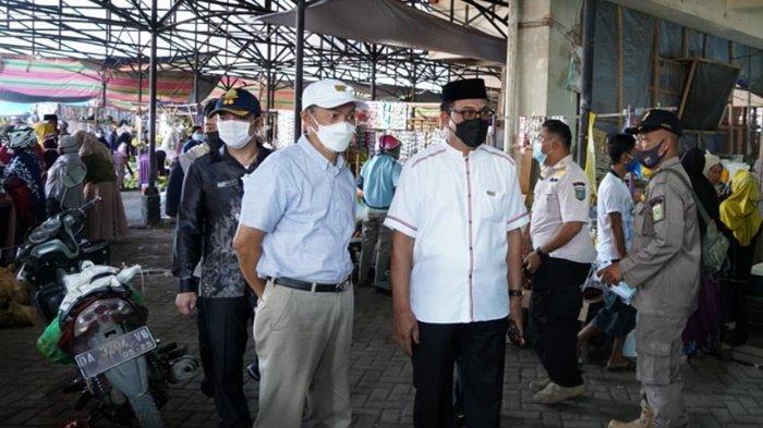 Sehari Jelang Lebaran, Pj Sekda Kabupaten Tanbu Pantau Penerapan Prokes di 2 Pasar