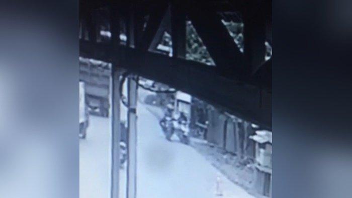 Penjambret Terekam CCTV di Desa Mandingin Kabupaten HST, Pelaku Rampas 15 Gr Emas