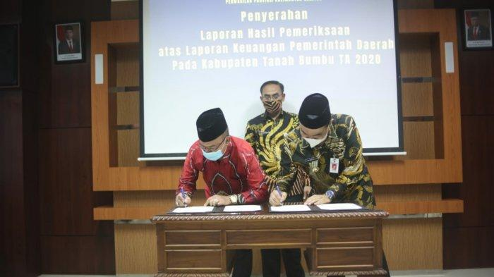 Penrrimaan WTP Tanbu oleh Bupati dan Ketua DPRD Tanbu di Kantor BPK Kalsel_1