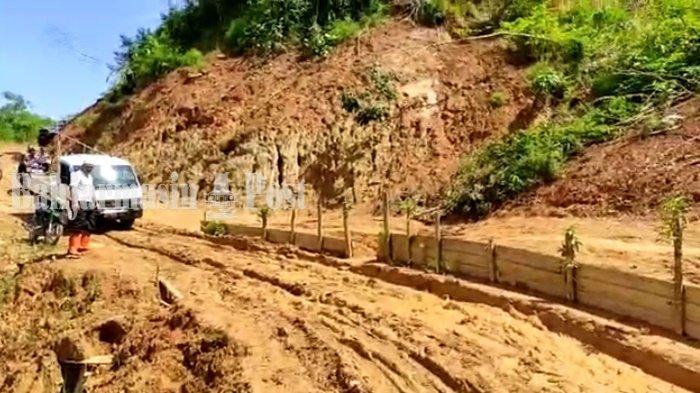 Baznas Kabupaten HST Salurkan Sapi Kurban untuk Mualaf di Pedalaman, Lintasi Jalur Ekstrem