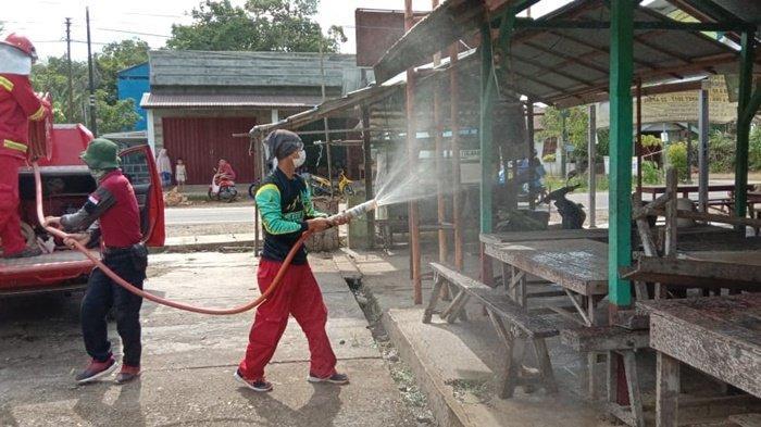 KPH Tabalong Semprotkan Disinfektan di Jangkung untuk Cegah Covid-19