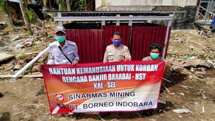 Penyerahan 2 Bilik MCK oleh CSR PT Borneo Indobara, Wahyudi Wijaya kepada mantan Pembekal Muhammad Arsyad.