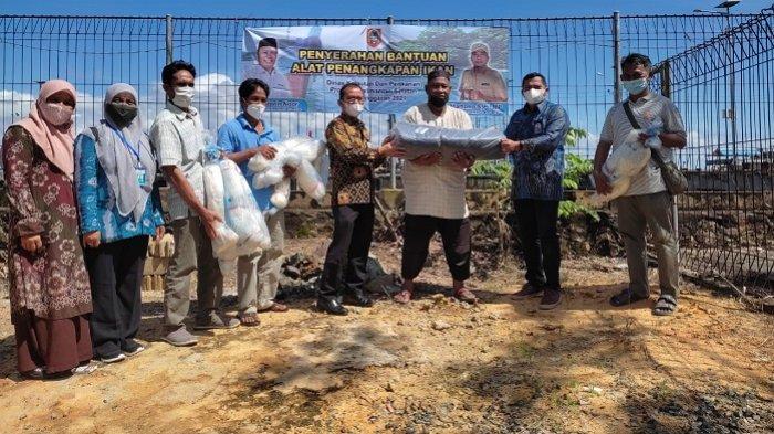 Atasi Dampak Pandemi, Ratusan Nelayan Kotabaru dan Tanbu Dibantu Alat Tangkap Ramah Lingkungan