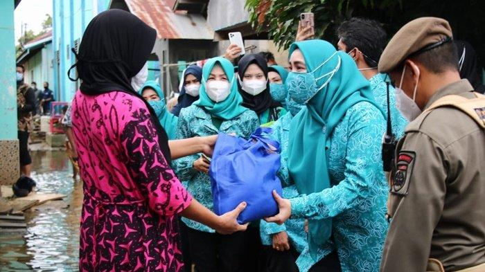 Salurkan Bantuan Bagi Korban Banjir pada Peringatan Ke-49 HKG PPK di Kabupaten Banjar