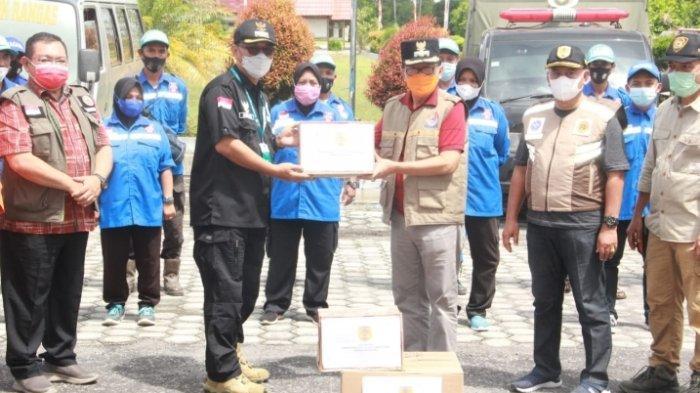 Wabup HST Antar Langsung Bantuan Logistik Korban Banjir Kalteng ke Katingan