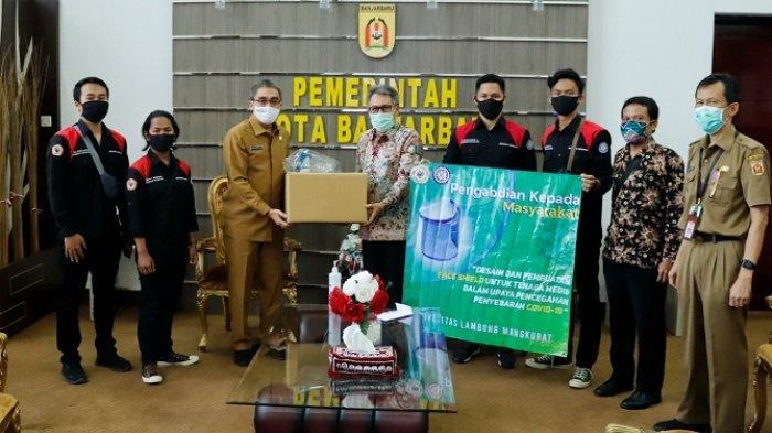 Fakultas Teknik ULM Serahkan 200 Face Shield ke Pemko Banjarbaru