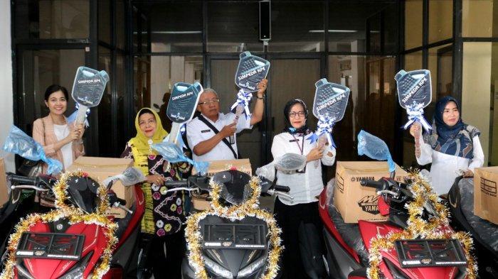Bank Kalsel Serahkan 5 Sepeda Motor Bagi ASN Pemenang Undian Simpeda KPE V 2019