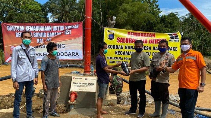Bantu Korban Banjir Desa Baru Waki HST, Sinarmas Mining-PT Borneo Indobara Bangun Saluran Air Bersih