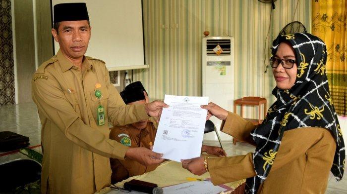 16 ASN Madrasah Negeri di Kapuas Terima SK Jabatan Pelaksana