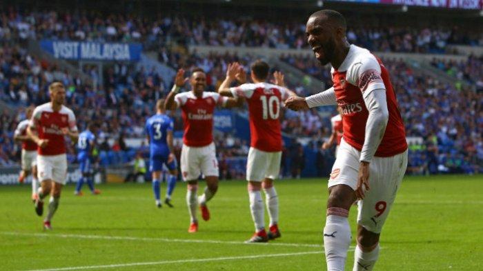 Penyerang Arsenal, Alexandre Lacazette, merayakan gol yang dicetak ke gawang Cardiff City dalam laga Liga Inggris di Cardiff City Stadium, Cardiff pada 2 September 2018.