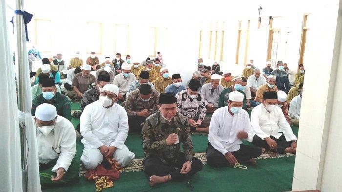 Perangi Covid, Zairullah Laksanakan Gerakan Salat Dhuha dan doa_3