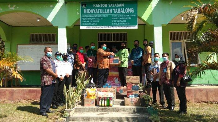 Lapas Tanjung Serahkan Bantuan Sembako ke Panti Asuhan Husnul Khuluq