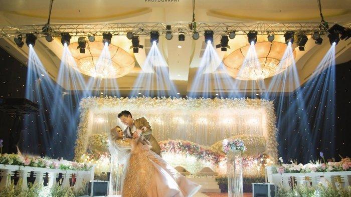 Adegan Mesra Roger Danuarta dan Cut Meyriska di Kamar Pengantin Setelah Resepsi Pernikahan
