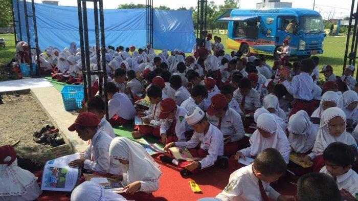 Mobil Pusling Dipersip Kalsel Meriahkan Hari Jadi Kabupaten Tanah Bumbu dan Kunjungi Sekolah-sekolah