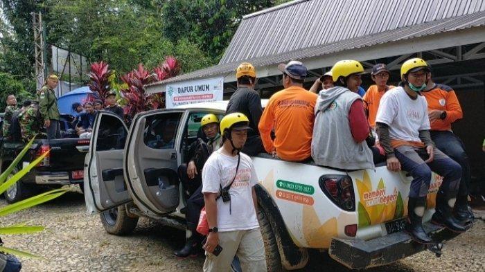 Banjir Kalsel, MDMC Muhammadiyah Kerahkan 55 Relawan Perbaiki Jembatan di Datarajab