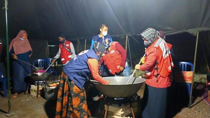 Dapur Umum Didirikan untuk Layani Makan bagi Korban Banjir di Kurau Kabupaten Tala